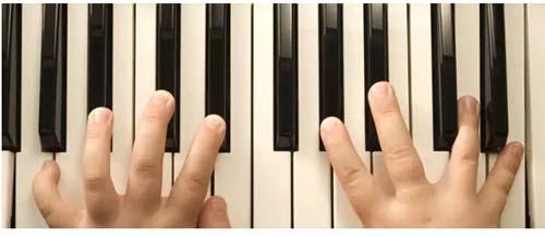 弹琴经常的错音怎么办