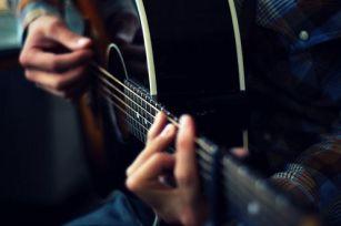 买不起高档吉他?教你提升音色的十二种方法
